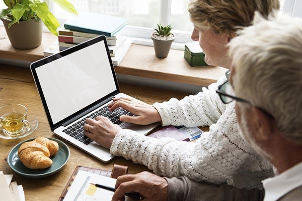 concerned older couple using a laptop